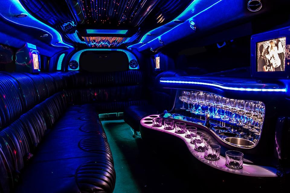 Are there any 10 seater Hummer sin Perth?